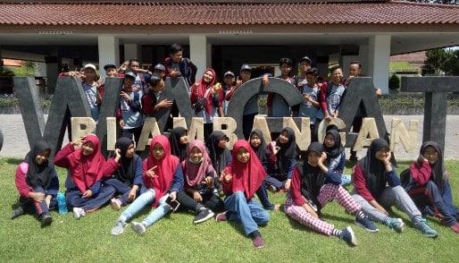 Mengadakan Kunjungan Outdoor Learning