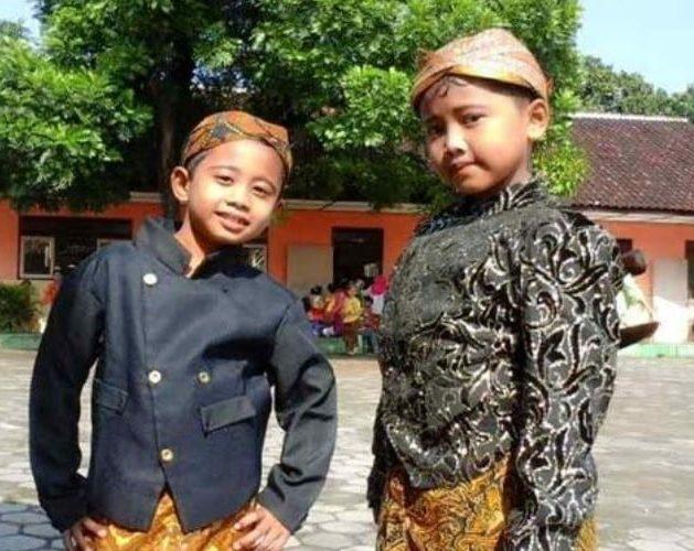Pakaian Tradisional Jawa Barat untuk Anak