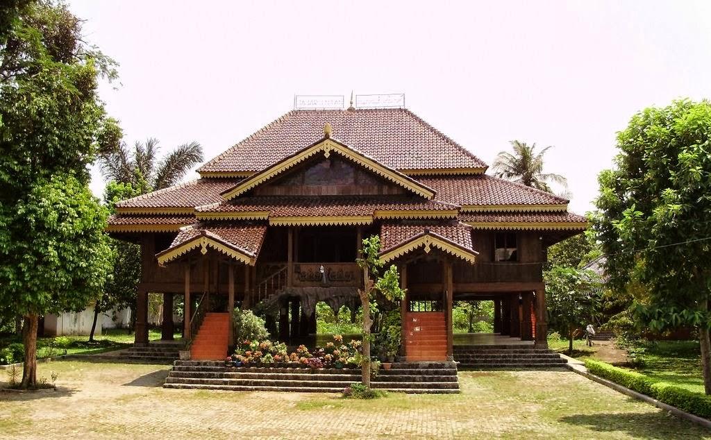 Rumah Adat Lampung: Jenis, Struktur, Fungsi, Material