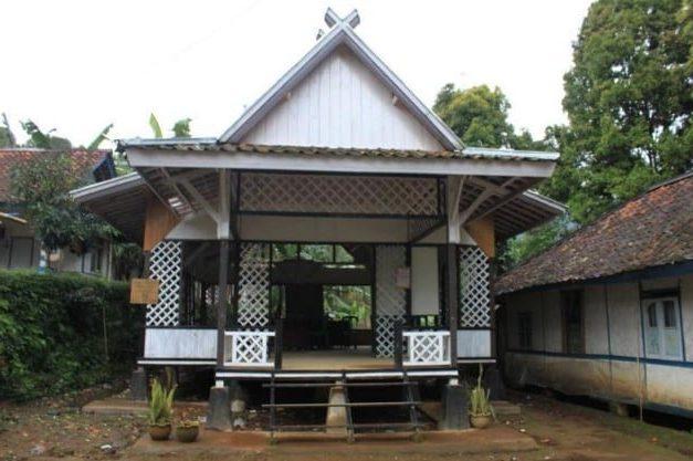 Rumah Tradisional Jolopong